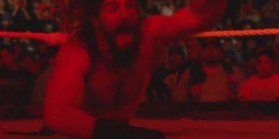 Después de que Rollins lo maltratara cuando tenía el papel de Kane Corporativo Foto:WWE