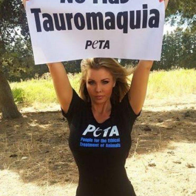 Amina Axxelson colabora con la organización de defensa de derechos de animales, PETA Foto:Facebook.com/pages/Amina-Axelsson