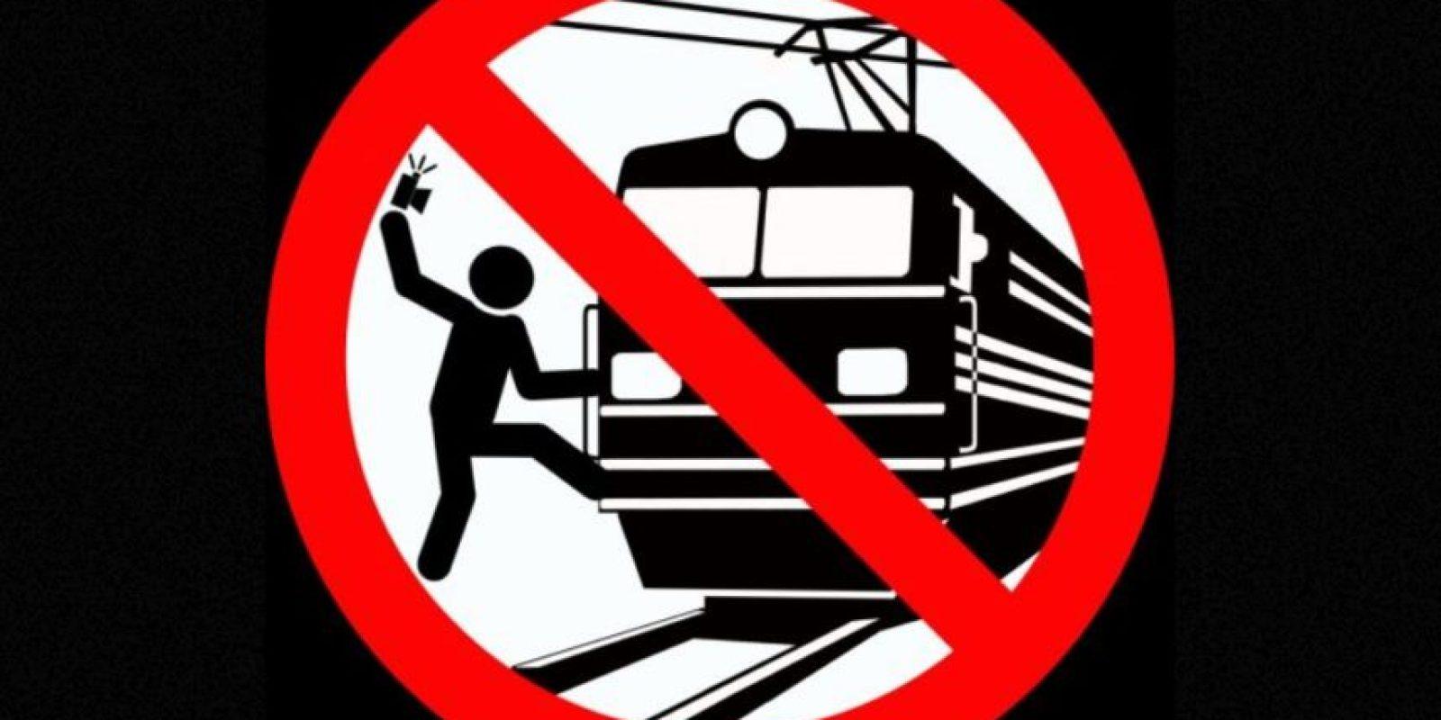 No tomarse selfies sujetados de un tren. Foto:vía mvd.ru