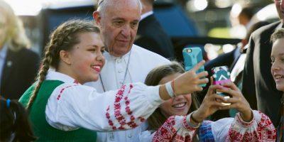 También se detuvo unos momentos para tomarse selfies Foto:AP