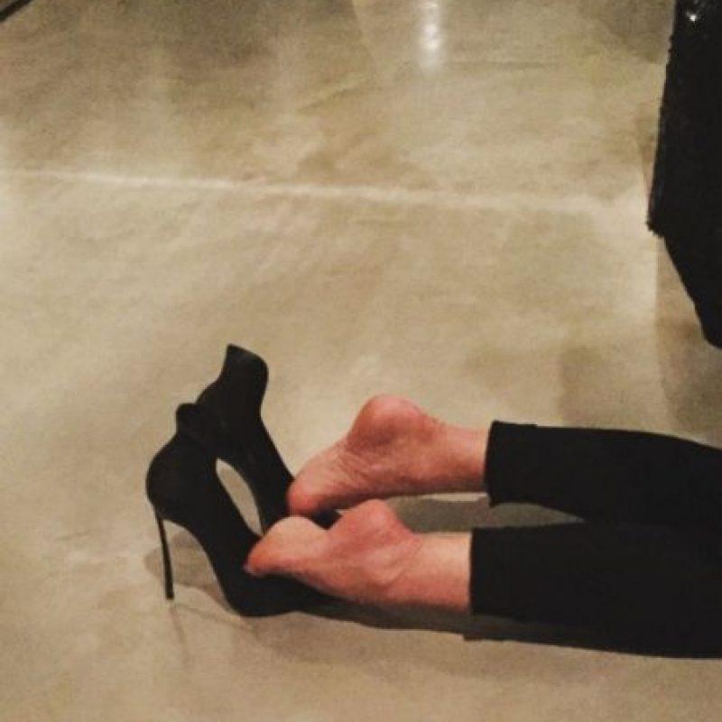 Y sus invitados notaron que sus tacones no eran los más cómodos. Foto:vía instagram.com/pennyjanemartin