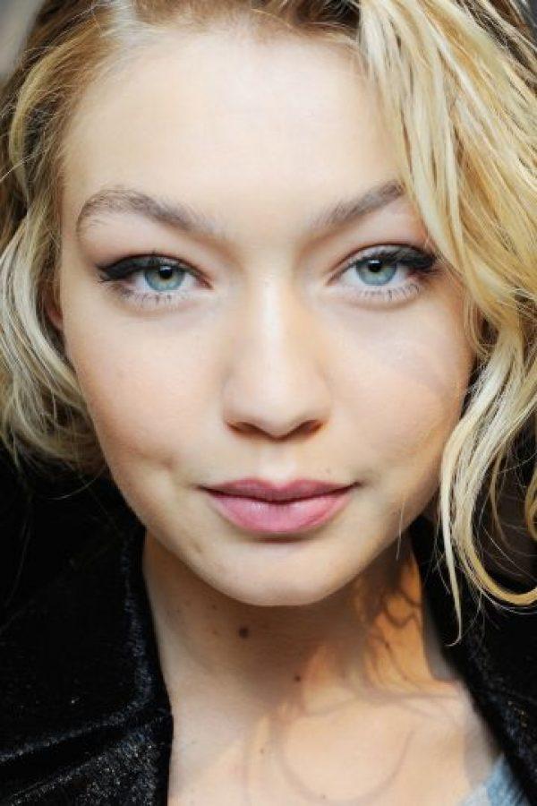 Una fanática le preguntó a Gigi acerca de sus fabulosas cejas y la modelo confesó: Foto:Getty Images
