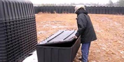 Los supuestos videos donde se ven los ataúdes negros en los que caben de tres a cuatro personas muertas alimentaron la paranoia. Foto:vía Youtube