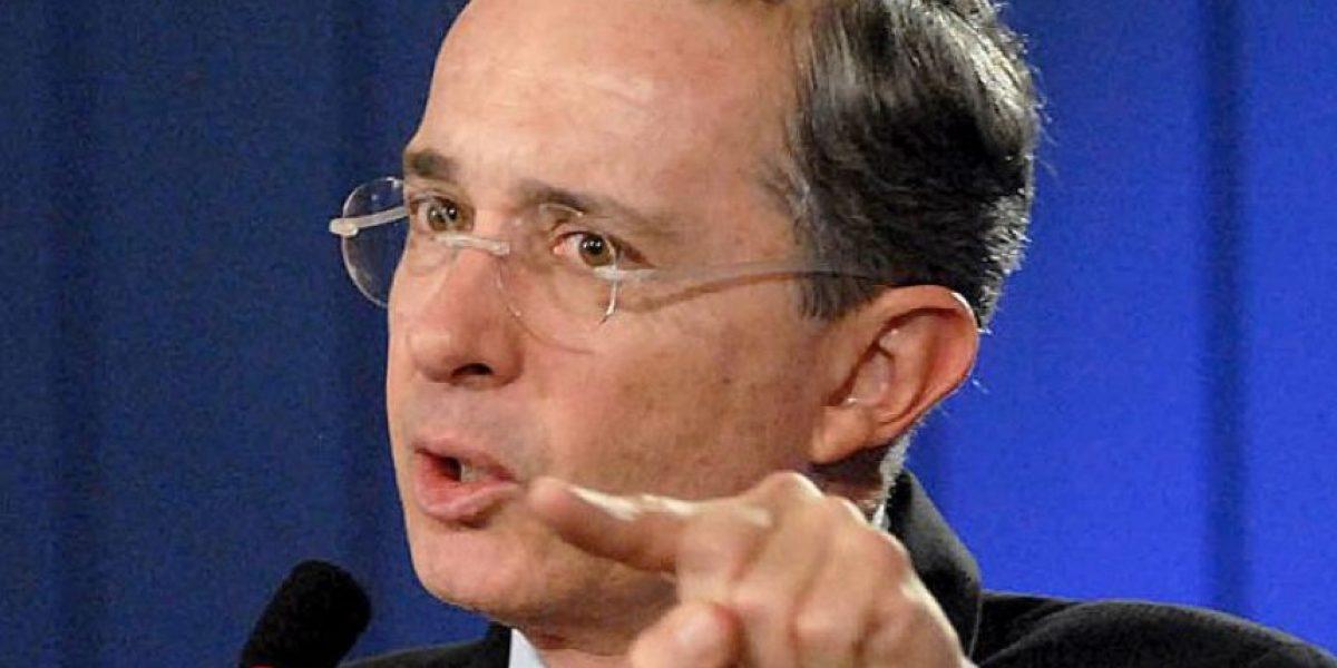 Fotos: Uribe cae en imagen falsa sobre el acuerdo con las Farc