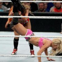 Charlotte ganó por rendición. Foto:WWE.com