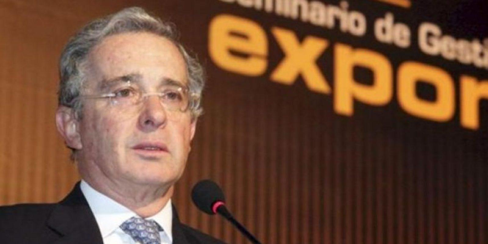 El senador Álvaro Uribe Vélez publicó un titular falso en Twitter Foto:Archivo Publimetro