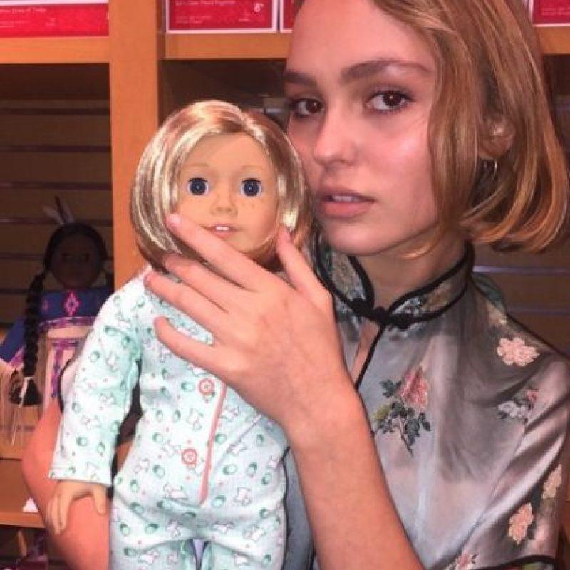 Ama las muñecas y las mascotas. Foto:vía instagram.com/lilyrose_depp