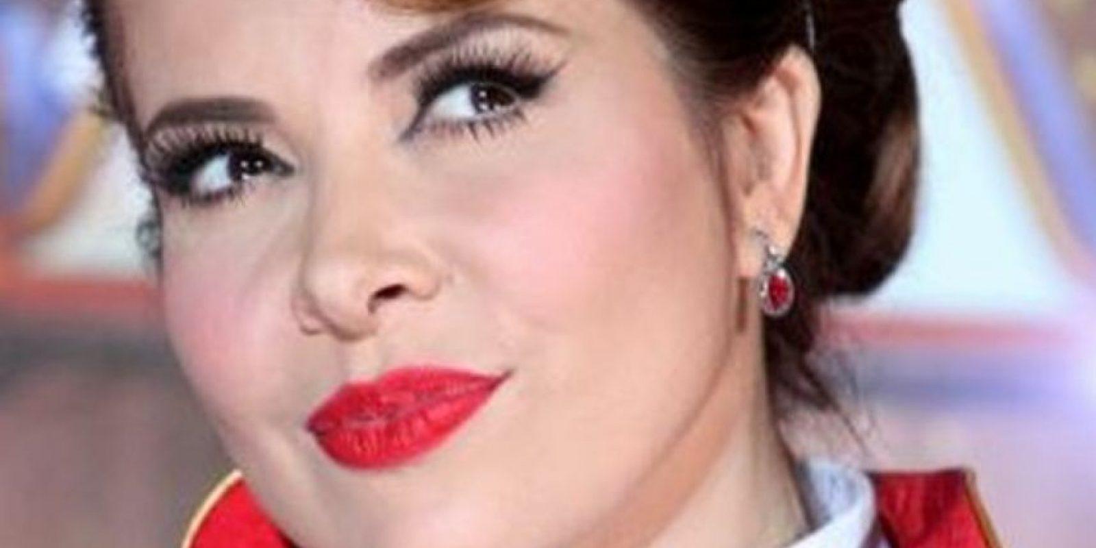 Según carios medios locales, Gloria Trevi había sido hospitalizada de urgencias porque padecía un episodio de parálisis facial debido al excesivo uso de botox. Poco después ella misma aseguró que se trataba de una mentira. Foto:Twitter
