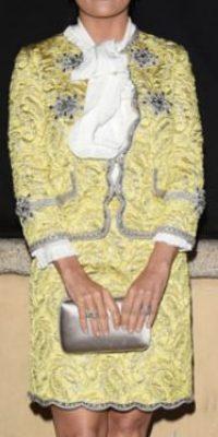 Salma Hayek parece una anciana señora de sociedad con un conjunto clásico. Foto:vía Getty Images