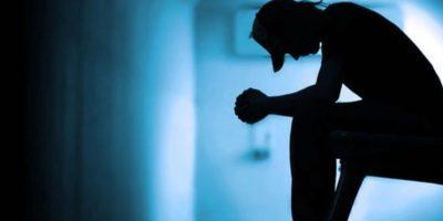 La esquizofrenia es una enfermedad mental crónica y muy desgastante. Quien la sufre suele presentar pensamiento anormal, pérdida del contacto con la realidad, alucinaciones (ve y oye cosas que no son reales) y desilusiones (creencias que no son ciertas o son falsas). Foto:Tumblr