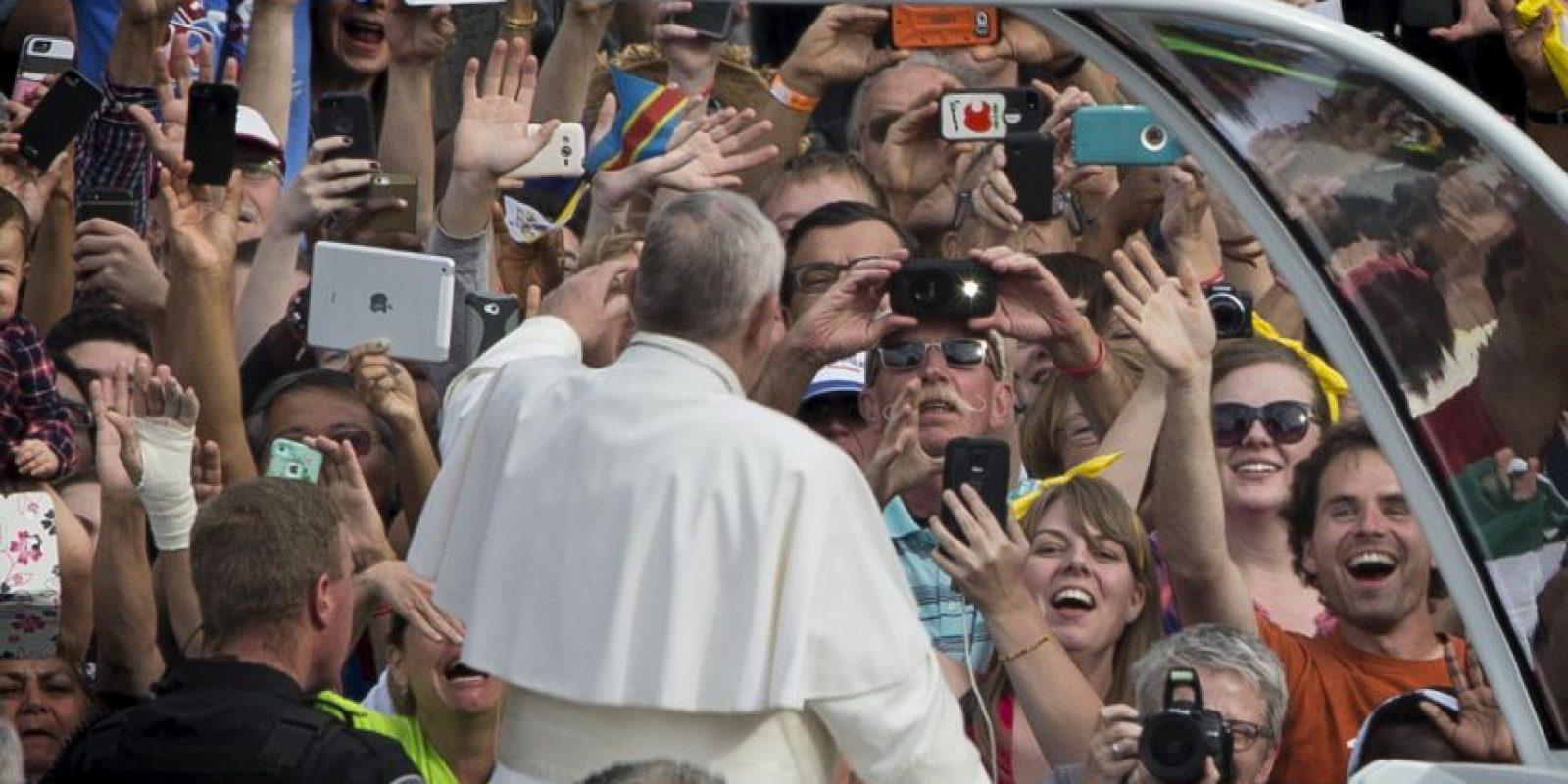 Francisco saludaba alegremente a los presentes. Foto:AFP