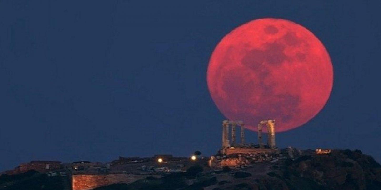 """Se habla en el libro Apocalipsis de una """"luna de sangre"""" (8:12), que da anuncio a una de las trompetas de destrucción tocada por los ángeles. Foto:vía AFP"""