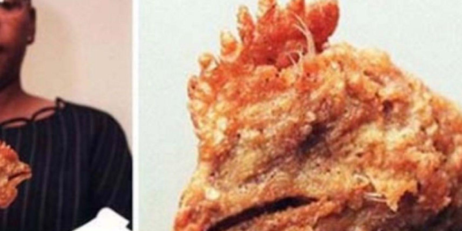 La cabeza del pobre pollo. Foto:vía Imgur
