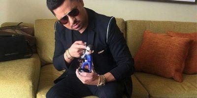 Larry Hernández se distingue por su carisma y manera de interpretar y componer. Foto:Vía facebook.com/larry.hernandez