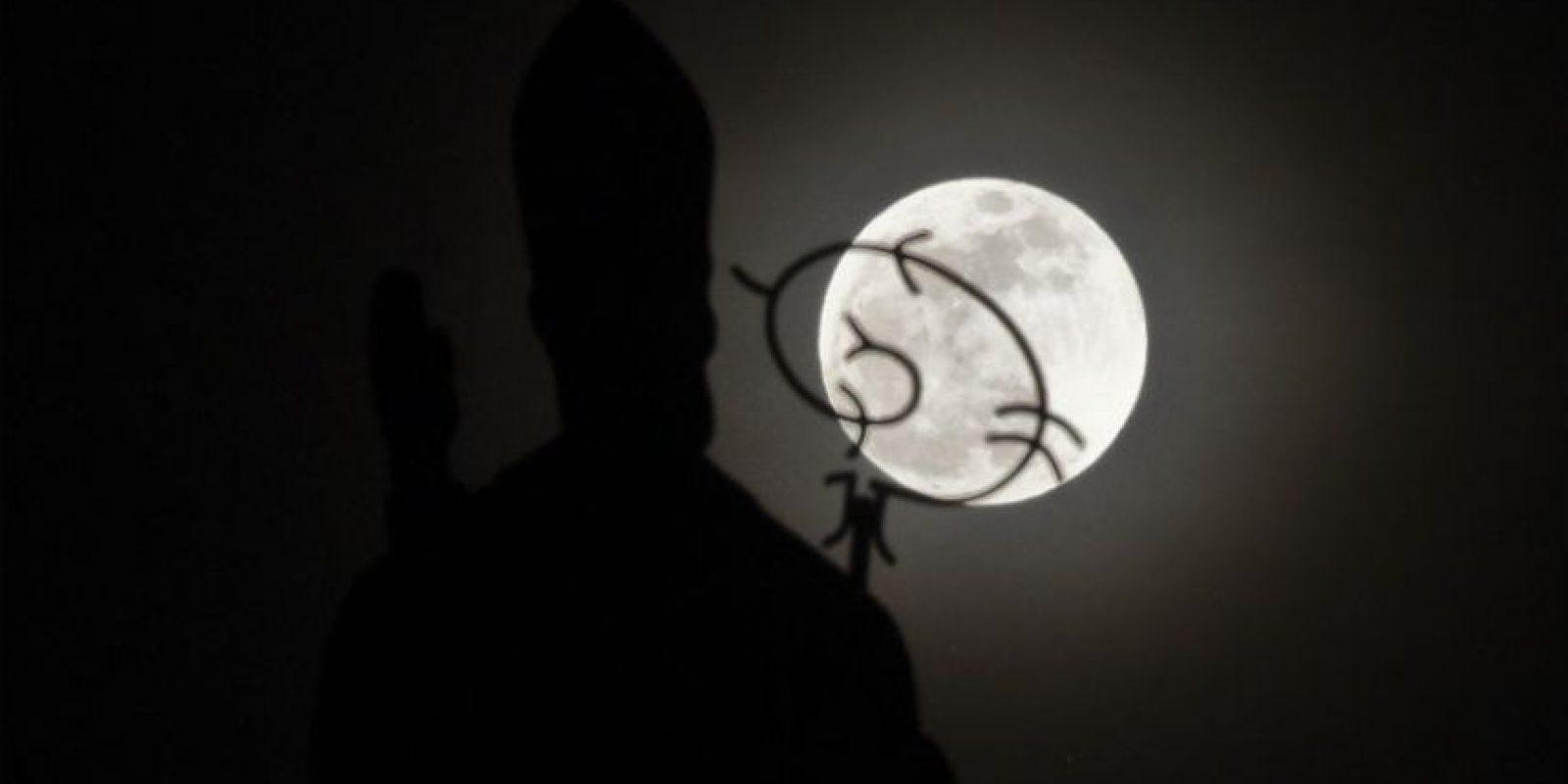 Los colombianos pudiero apreciar así la superluna. Foto:AFP