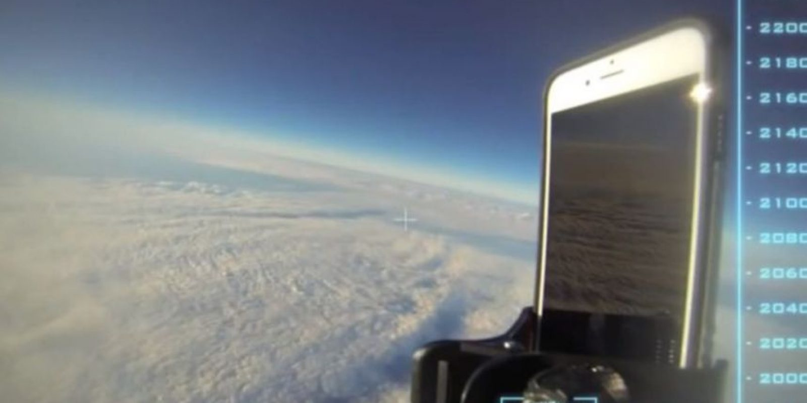 El dispositivo fue dejado caer desde una altitud superior a los 30 mil kilómetros de altura. Foto:vía Urban Armor Gear Inc.