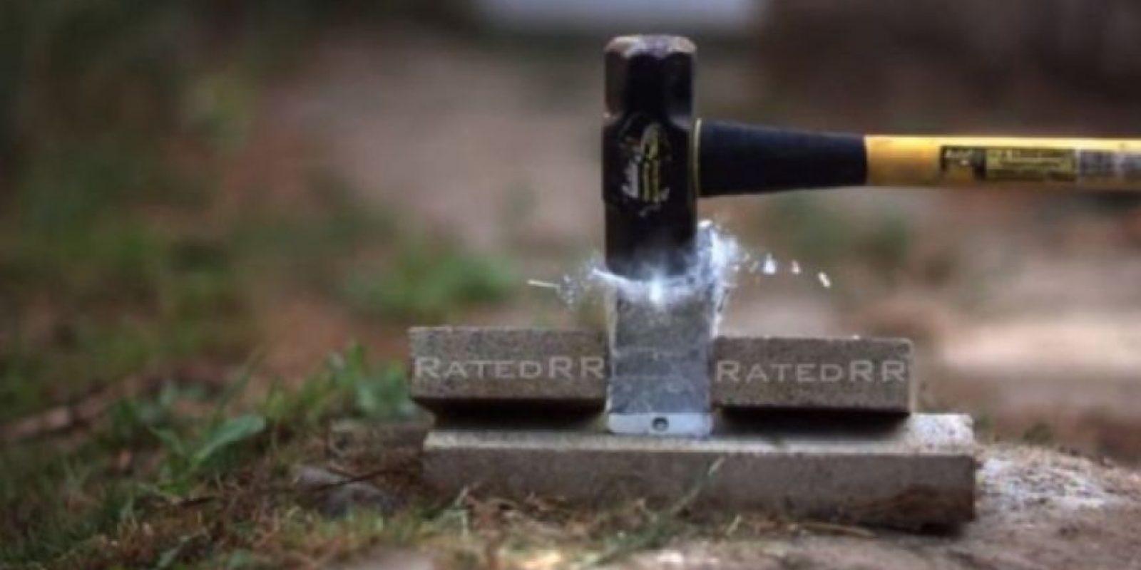 iPhone 6 Plus no pudo ante un martillo. Foto:vía FullMag
