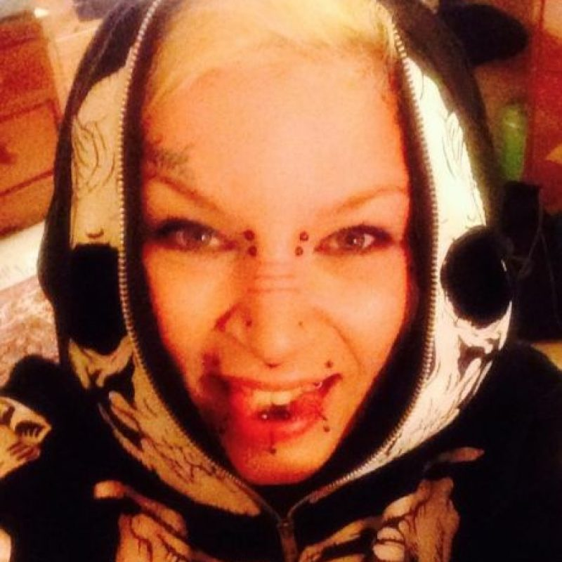 Esta mujer de londres tiene una lengua bífida e inumerables tatuajes además de perforaciones. Foto:Vía Facebook.com/torz.reynolds