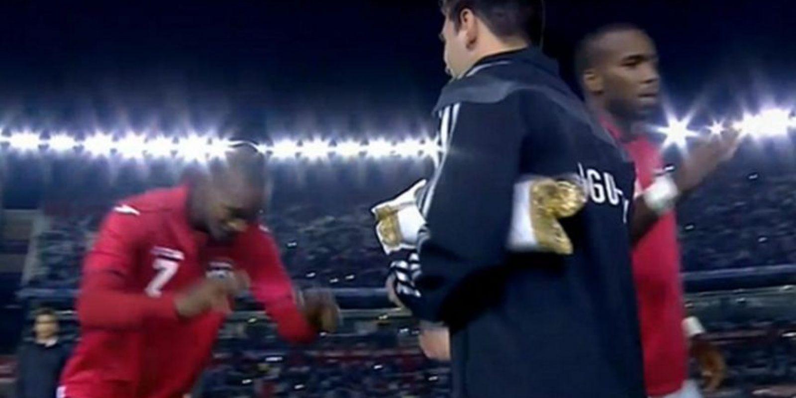 Ataullah Guerra, futbolista de Triniad y Tobago, le hizo una reverencia a Messi antes de enfrentarlo en un partido amistoso Foto:Twitter