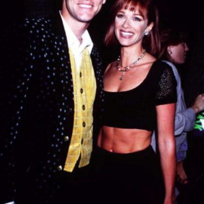 """Conoció a Holly en 1994, durante las grabaciones de la película """"Una Pareja de Idiotas"""". Dos años más tarde, el 23 de septiembre, celebraron su boda en una discreta ceremonia. Foto:Getty Images"""