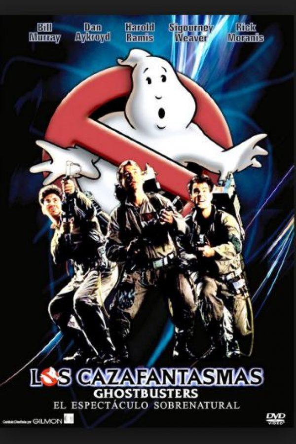 En esta comedia clásica, un equipo de parapsicólogos se dedica a cazar fantasmas y exterminar demonios, duendes y plagas supernaturales Foto:Columbia Pictures