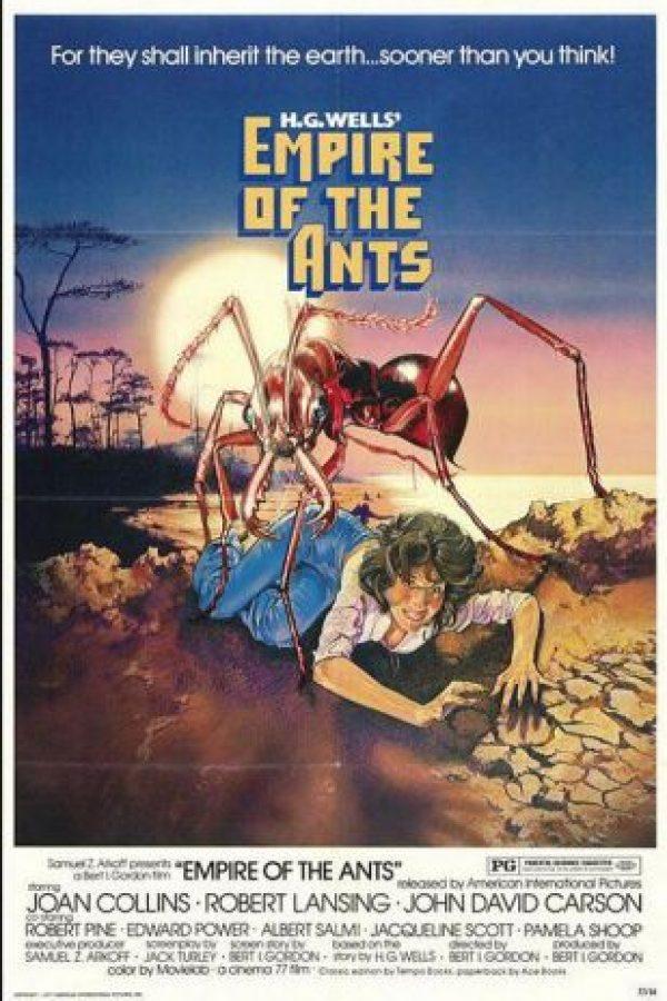 Los vacacionistas en una isla desierta forman parte del menú cuando un derrame tóxico convierte a una colonia de hormigas en voraces gigantes Foto:Cinema 77