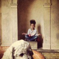 """Ella es """"Jada Love"""", la hija de seis años del artista. Foto: vía facebook.com/loubegaofficial"""