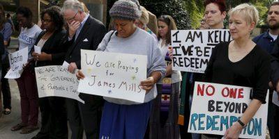 Afuera de la cárcel, hubo manifestaciones en su favor, pidiendo rechazar la pena de muerte Foto:AP