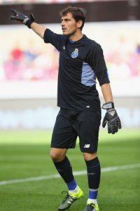 Portero más joven en la historia del Real Madrid en debutar en Primera División de España: El 12-09-1999 con 18 años y 115 días Foto:Getty Images