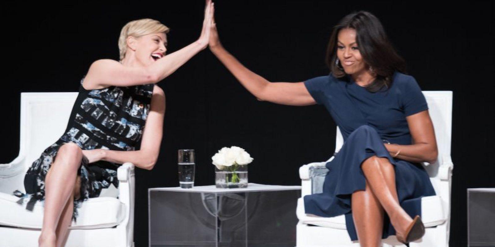 Charlize Theron y la primera dama Michelle Obama. Foto:Getty Images