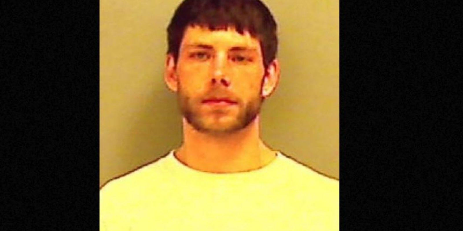 Cristopher Wallace, de 22 años, publicó fotos de sus escondites y fue detenido por haber robado una estufa de propano y una de leña en Maine, Estados Unidos. Foto:vía Twitter