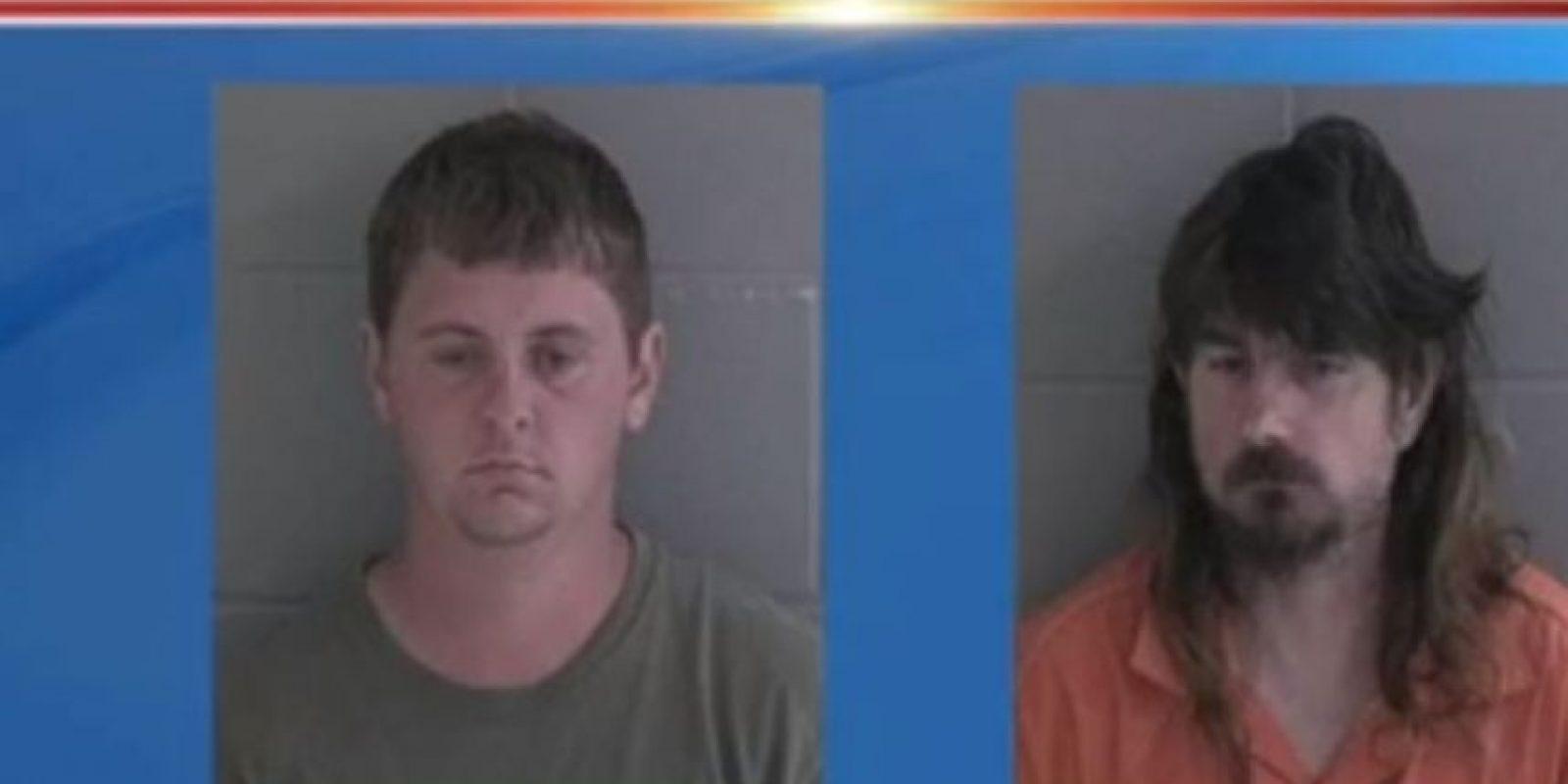 Michael Ray Taylor, de 23 años, y James Harold Johnson, de 47 años, fueron arrestados en Georgia, Estados Unidos, por abuso sexual de menores. Utilizaban Snpachat para contactar a sus víctimas. Foto:vía WJCL News