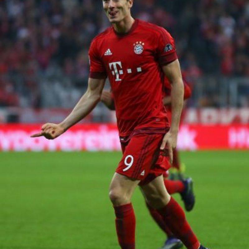 Además, el polaco se convirtió en el noveno jugador en marcar dos hat-tricks con diferentes equipos en Champions League. Foto:Getty Images