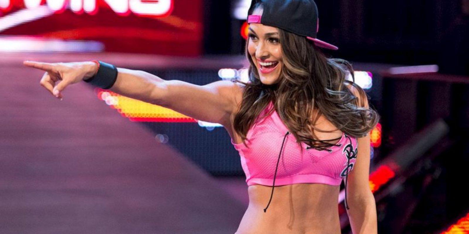 Además, en redes sociales es una sensación pues más de 2.6 millones de seguidores en Instagram, agradecen las fotos que siempre comparte. Foto:WWE