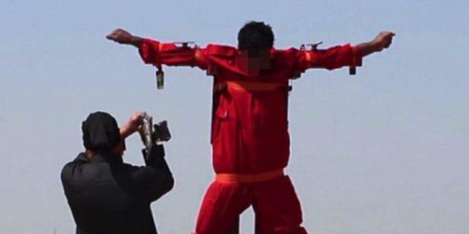 Cortarle las manos. Esto lo hizo con un iraquí acusado de espionaje Foto:Twitter.com – Archivo
