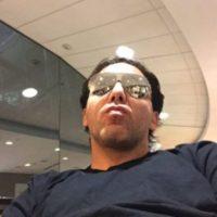 """Debido a las burlas que ocasionó su caída, el cantante escribió en Twitter: """"Ya me estaba cayendo como Juan Gabriel"""". Foto:vía twitter.com/cristiancastro"""