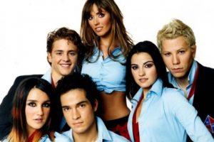 """3. El 30 de noviembre lanzan su álbum debut llamado """"Rebelde"""". Foto:Televisa"""
