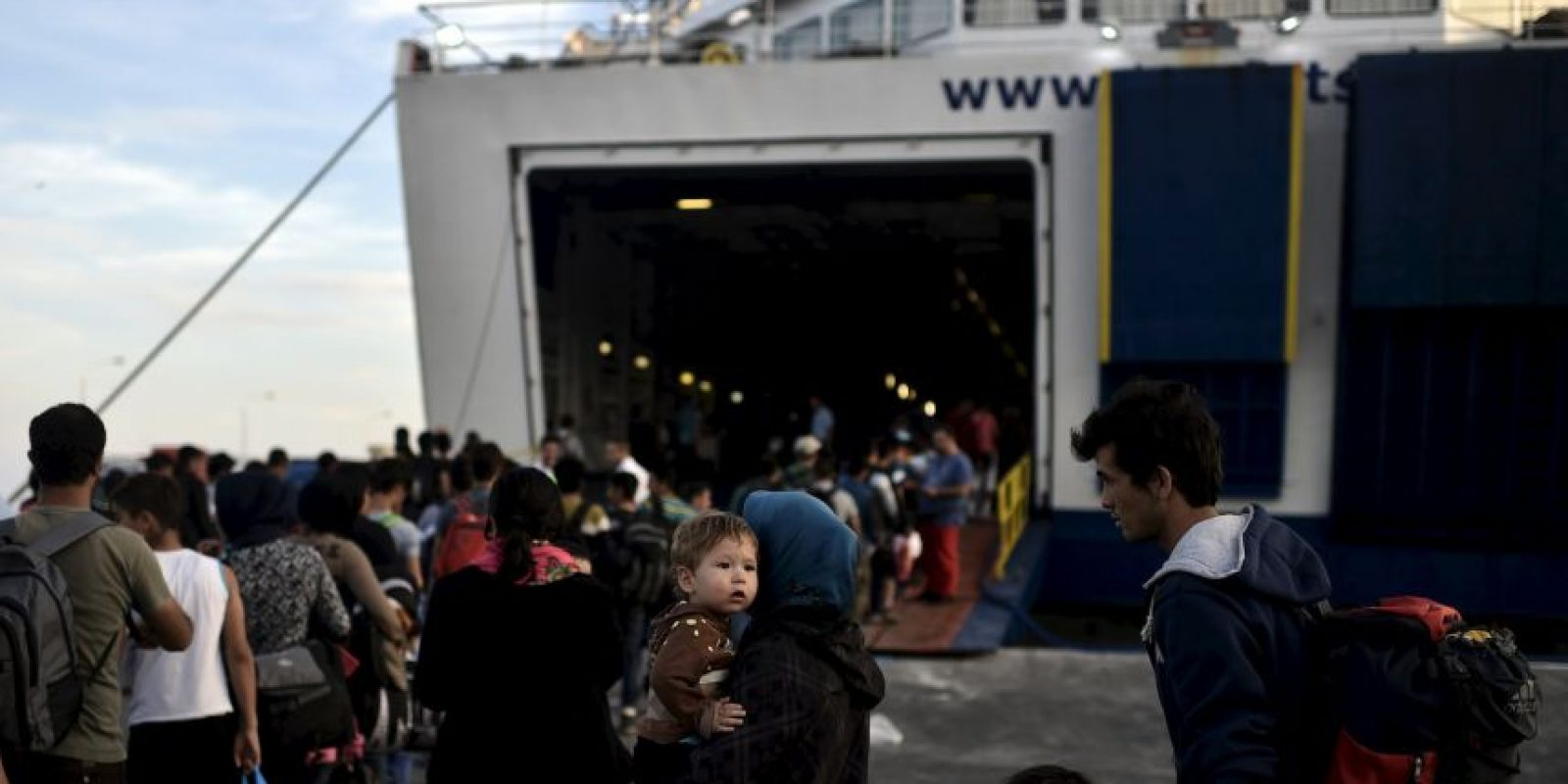 El número total de refugiados y migrantes que cruzaron el Mediterráneo este año es de casi 530 mil. Foto:AFP