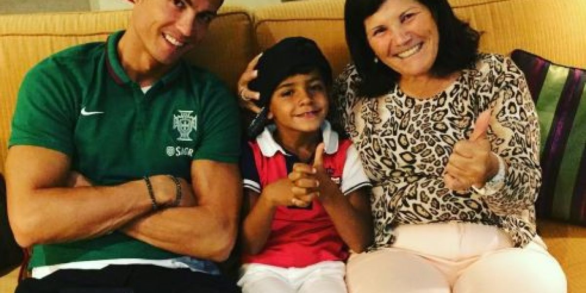 Redes sociales se burlan de que hijo de Cristiano Ronaldo sea fan de Messi