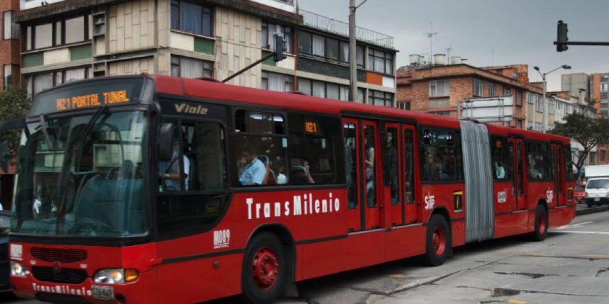 Foto: funcionarios de la Alcaldía fueron pillados colándose en TransMilenio