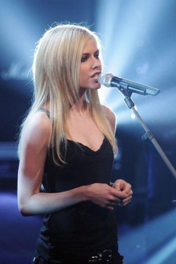 Algunos fans aseguran que Vandella se sometió a diversas cirugías para lucir igual a Lavigne. Foto:Getty Images