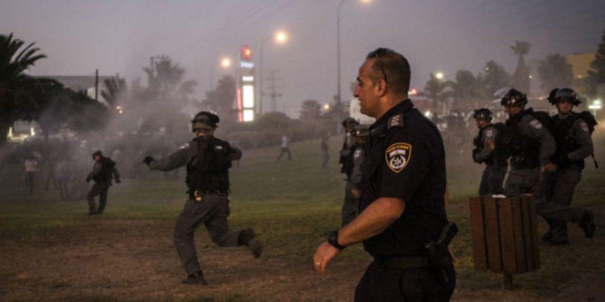 Reportera es impactada por una granada durante transmisión en vivo