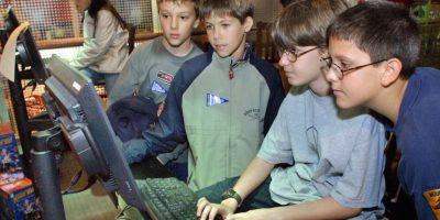 8- Si entran a internet desde la computadora… Creen una cuenta de usuario para ellos donde controlen los programas y sitios que pueden ver. Foto:Getty Images