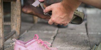 Lee acudió a grandes compañías de zapatos pero no lo apoyaron en su proyecto. Foto:Vía Facebook.com/TheShoeThatGrows