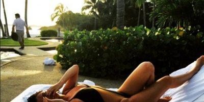 Día después, Selena compartió esta fotografía con un traje de baño diferente. Foto:vía instagram.com/selenagomez