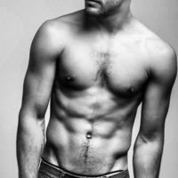 Además de poseer una musculusa figura, también es un popular cantante. Foto:vía twitter.com/juanguilera