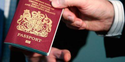 El Vaticano no tiene controles migratorios pero ello no significa que no tengan pasaportes Foto:Getty Images