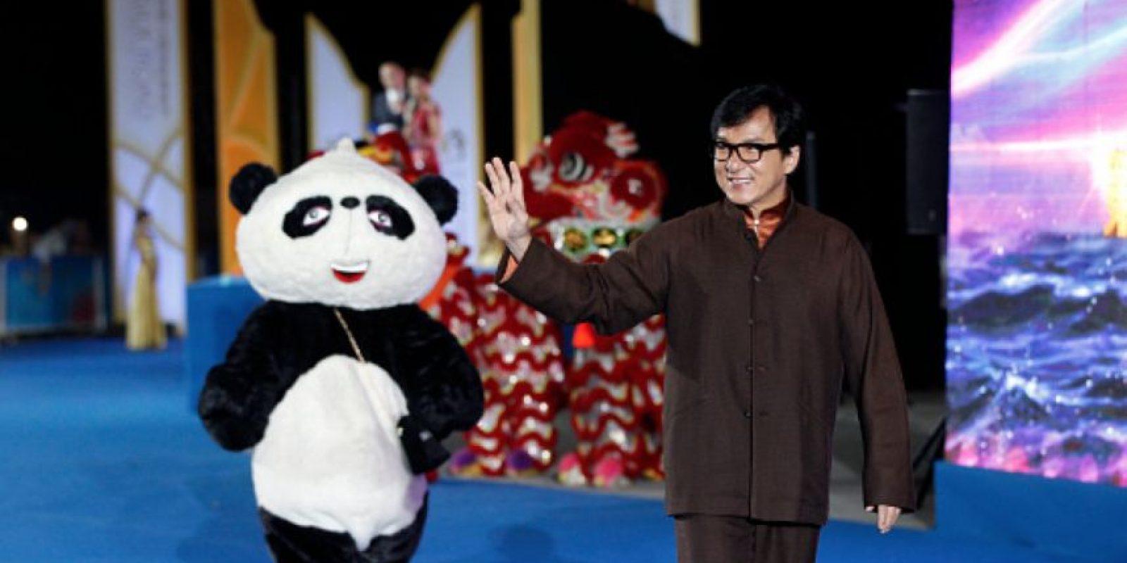 Su hijo fue detenido por un escándalo de drogas. Ahora está en la creación de un grupo de pop asiático, basado en los grupos de pop coreanos y japoneses.
