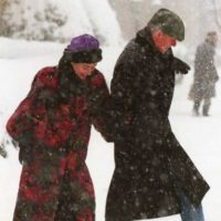 Disfrutando de la nieve de Washington, el 7 de junio de 1996. Foto:Getty Images