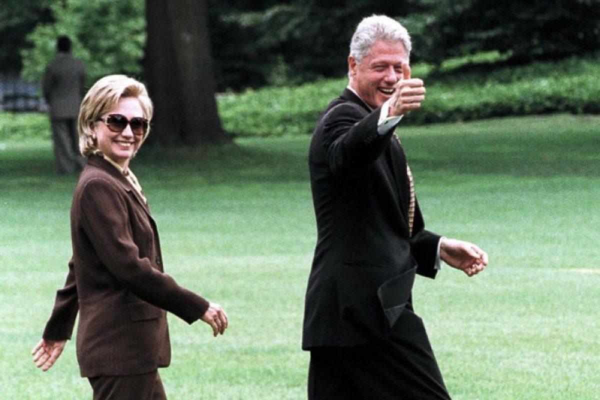 Julio 31 de 1998. Bill saluda a la cámara de camino al Marine One. Foto:Getty Images
